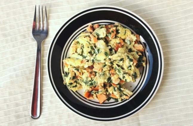 espinacas, salmon y huevos
